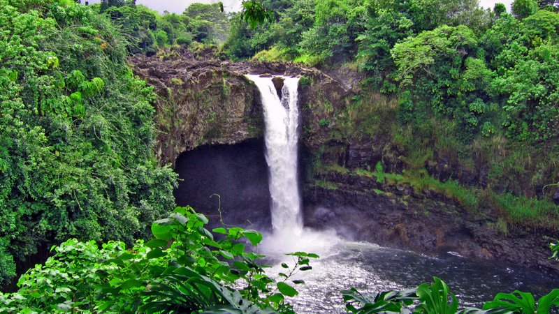 Rainbow Falls near Hilo, where there are many choices for Big Island hotels.